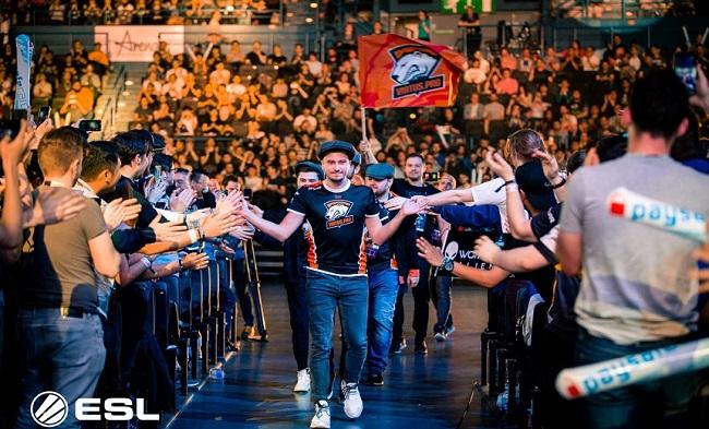 Virtus Pro, vencedores de la ESL One Birmingham, entran en el Arena Birmingham respaldados por el público ruso