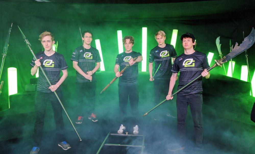 De izquierda a derecha: CCnC, 33, Zai, Pajkatt y PPD, posando en el China Dota 2 Supermajor. El equipo no sufrirá lo mismo en el Dota Pro Circuit 2018-2019