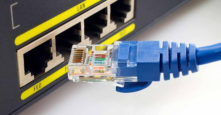 Cable Ethernet y router.