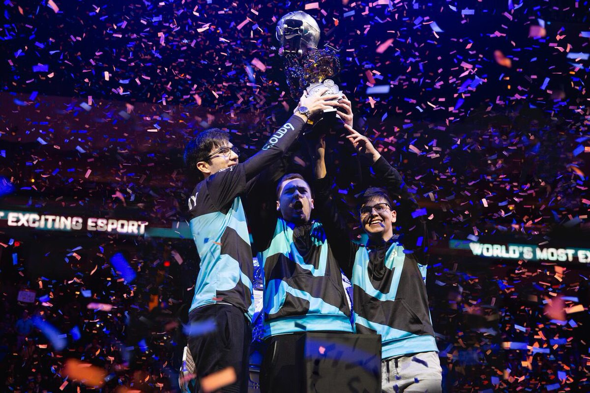 Cloud9 levanta el trofeo.