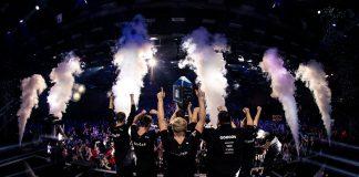 Astralis, levantando el trofeo como campeones de la ESL Pro League 2018.