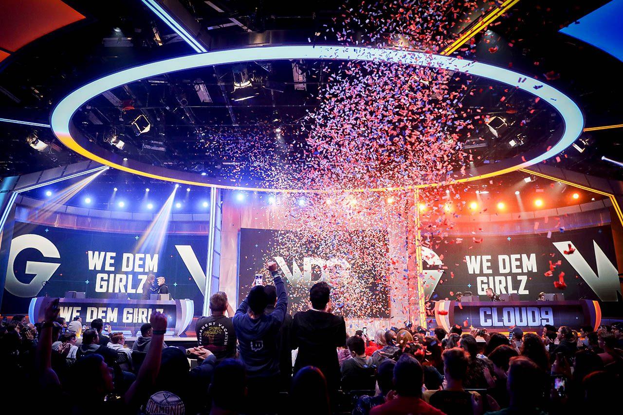 Momento en el que WDG alza el trofeo de ELEAGUE. Sin organización que les represente, han ganado 70.000 dólares. Foto de ELEAGUE