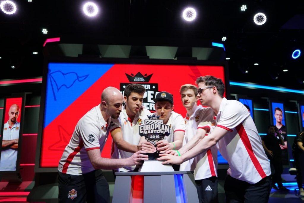 Los jugadores de MAD Lions levantan el título de European Masters 2018 (verano)