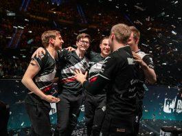 El roster de G2 Esports celebrando el título de LEC
