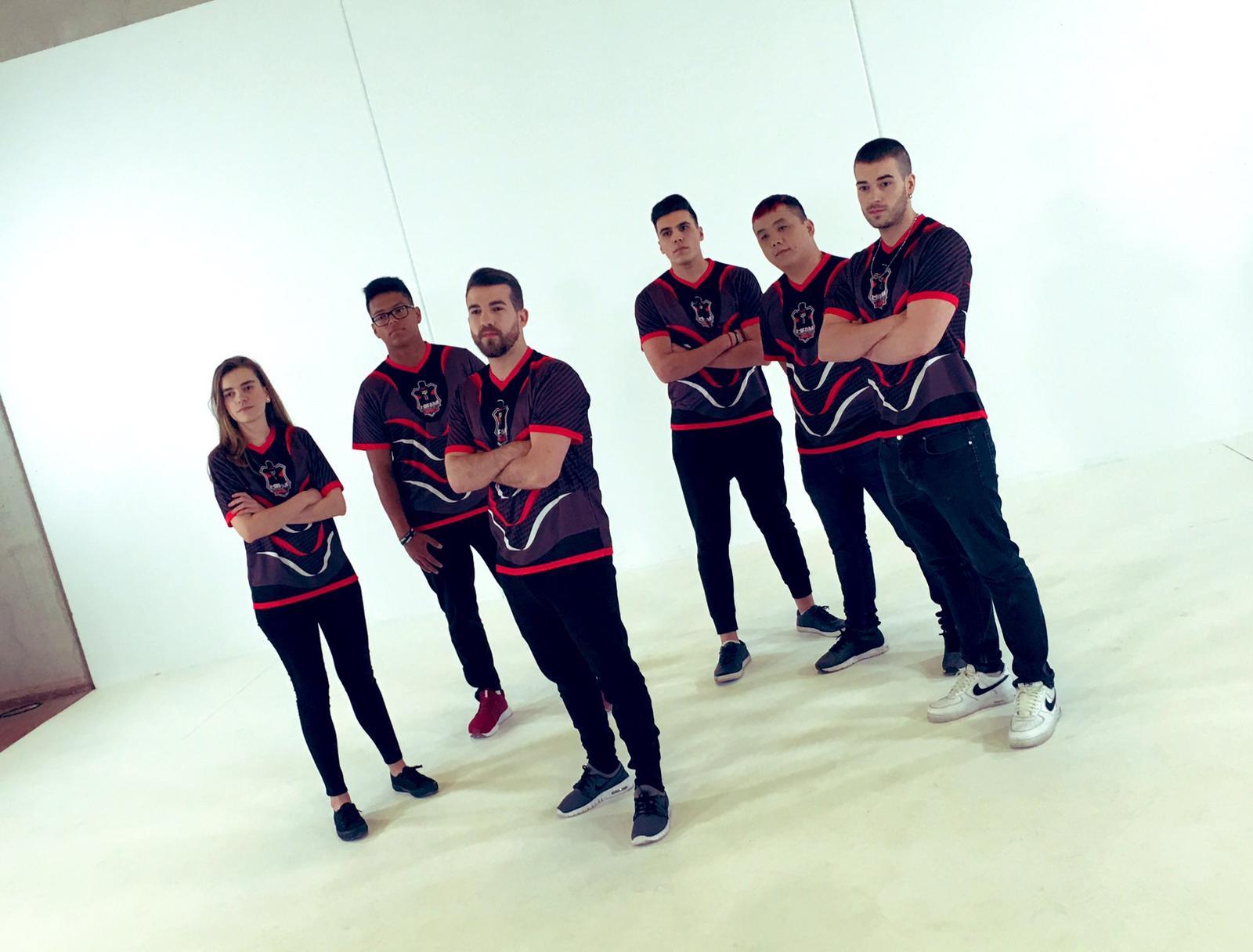 El equipo de Cream Esports para Rainbow Six al completo.