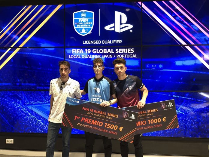 Andoni junto a Xexu ySoler, podio del Qualifer España de la Global Series