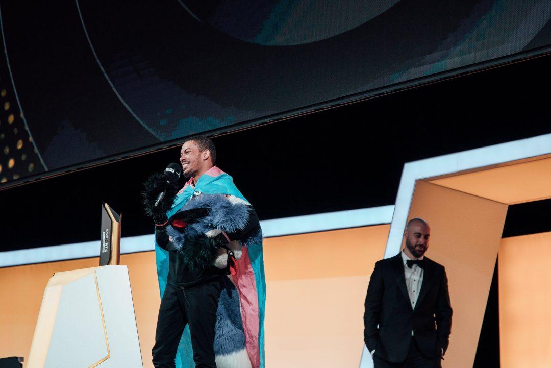 SonicFox recogiendo el premio a mejor jugador del año en consolas en la gala de Esports Awards 2019